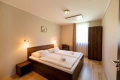 Foldszinti-apartmanok-haloszoba01