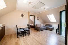 Emeleti-apartmanok-nappali01
