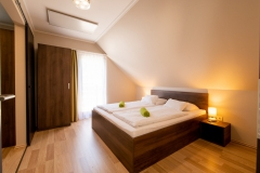 Emeleti-apartmanok-szoba