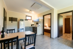 Foldszinti-apartmanok-konyha-nappali